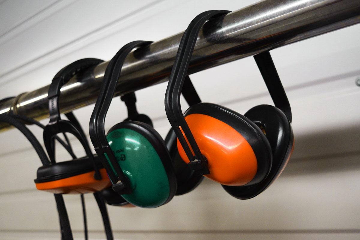 earmuffs-2755553_1920-1
